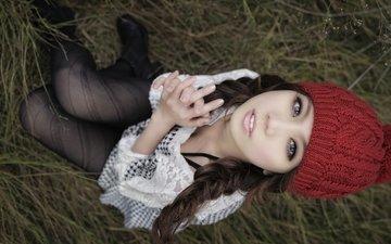 красная, взгляд, колготки, сидит, кофта, шапка, голубые глаза, азиатка, вязка