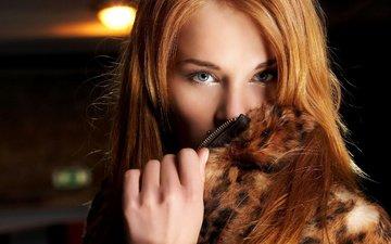 девушка, портрет, взгляд, одежда, мех, воротник, шуба, рыжеволосая