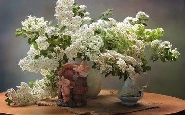 цветы, ветки, стол, ткань, букет, фигурки, мышь, ваза, салфетка, мыши, фигурка, спирея