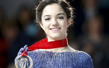 улыбка, брюнетка, радость, медаль, золото, фигуристка, evgeniya medvedeva, женя, евгения медведева, чемпионка мира, первое место