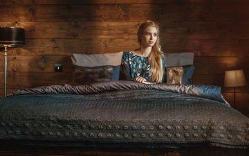 девушка, блондинка, модель, кровать, ожидание