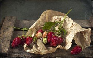 клубника, бумага, ягоды