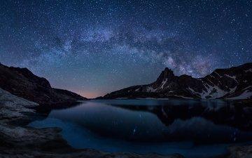 ночь, озеро, горы, отражение, звезды, зеркало, млечный путь, болгария, haramiata, bliznaka озеро, семь рильских озер, горы рила, национальный парк рила, тайны