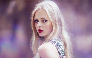 девушка, блондинка, взгляд, лицо, красные губы, сиреневый фон