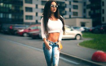 девушка, брюнетка, город, очки, модель, джинсы, грудь, кира, кира петрова