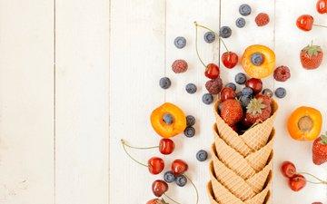малина, клубника, черешня, ягоды, черника, рожок, абрикосы, вафли