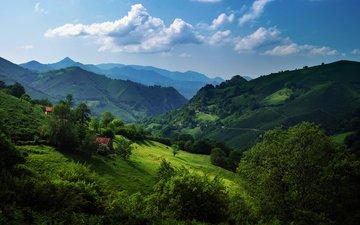 облака, горы, холмы, зелень, склон, поляна, дома, испания, астурия, кантабрийские горы