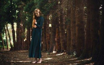 деревья, лес, девушка, платье, поза, рыжеволосая