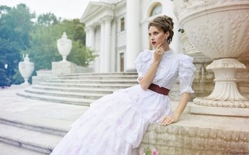 платье, кольцо, дворец, прическа, шатенка, барышня