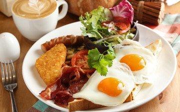 кофе, завтрак, помидор, салат, яичница, бекон, тост