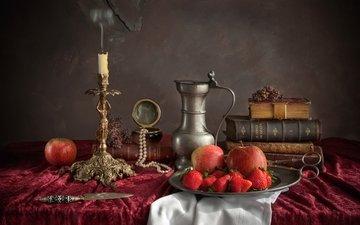 яблоки, клубника, книги, посуда, свеча, нож, кувшин, ожерелье, ножницы, натюрморт