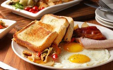 хлеб, овощи, мясо, яйца, яичница, тосты