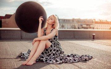 девушка, платье, блондинка, сидит, волосы, лицо, крыша, круг