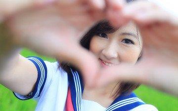 девушка, взгляд, лицо, руки, знак, сердечка