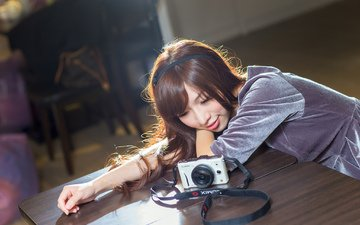 девушка, улыбка, стол, фотоаппарат, лицо, азиатка
