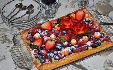 малина, клубника, ягоды, десерт, пирог, ежевика, физалис, голубика