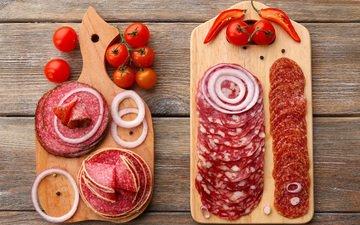 лук, колбаса, помидоры, помидор, перец, салями, разделочная доска, нарезка