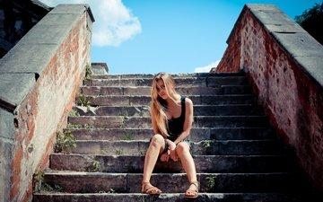 лестница, девушка, платье, блондинка, москва, лето, город, ноги, волосы, загар, мода, красивая, аир, gевочка