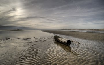 море, песок, маяк, бревно