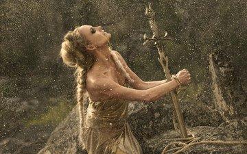 камни, девушка, платье, меч, ситуация, фэнтези, фантазия, фея, веревка, прическа, золото, принцесса, волшебница, позолота, косы, сказочно, пленница, освобождение