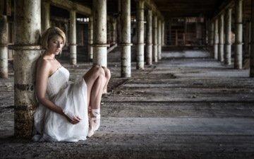 девушка, фон, поза, блондинка, белое платье, балерина, пуанты