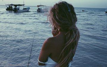 блондинка, смотрит, модель, фотограф, актриса, стоит, на берегу, эшли бенсон, find your california, вдаль, моря, nico guilis