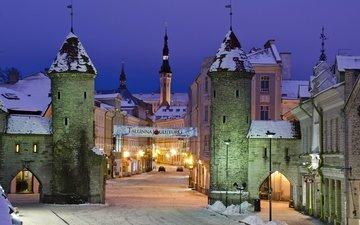 дорога, фонари, огни, вечер, зима, город, дома, улица, башни, эстония, таллин, въезд
