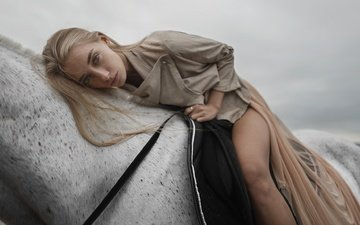 лошадь, девушка, блондинка, взгляд, модель, лицо, рубашка, анна, голубоглазая, длинноволосая, tatiana mertsalova, анна иоаннова
