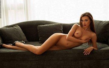 девушка, взгляд, грудь, диван, туфли, соски, сиська, поддерживает