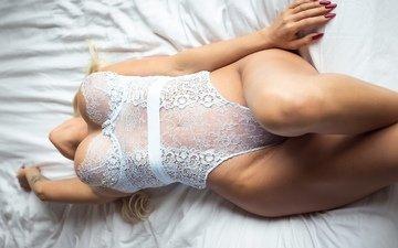 девушка, грудь, ножки, кровать, белье