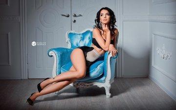 девушка, поза, брюнетка, стена, модель, комната, ножки, фотограф, кресло, макияж, прическа, фигура, туфли, двери, нижнее белье, сексуальная, стройная, marine akopyan