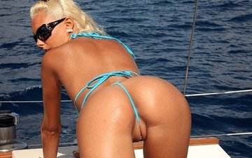 девушка, океан, яхта, киска, понятно