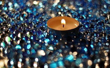 the focus of the camera, macro, glare, candle, bokeh