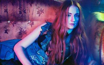 девушка, платье, актриса, длинные волосы, рыжеволосая, лежа, софи тернер, aктриса, sophie turner; рыжеволосая