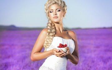 девушка, блондинка, малина, ягода, взгляд, руки, коса, белое платье