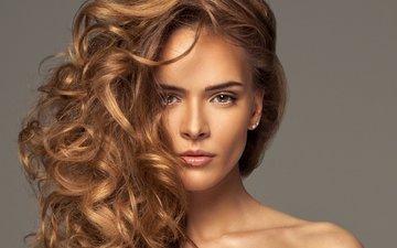 глаза, девушка, фон, портрет, взгляд, модель, кудри, волосы, губы, лицо, шея, сережки