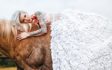 лошадь, девушка, платье, блондинка, татуировки, тату, роспись, конь, тело, украшение, невеста, жеребец, gевочка, hugo v, wild lolita, ashley dez, модел, фотосъемка