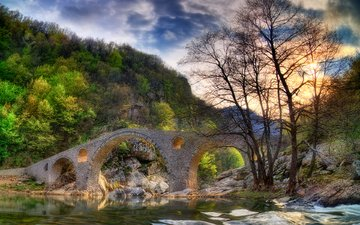 небо, облака, деревья, река, горы, скалы, природа, лес, лучи, пейзаж, мост, весна, скал, неба, деревь, ландшафт, на природе, весенние, болгария, rhodopes, родопи