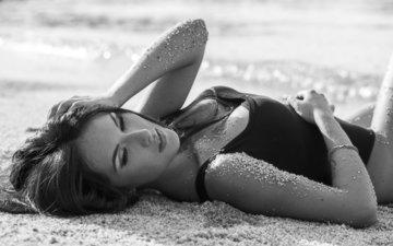 девушка, поза, песок, брюнетка, грудь, купальник, песка, брюнет, boobs