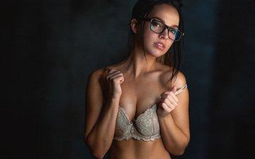 девушка, портрет, взгляд, очки, лицо, фигура, белье