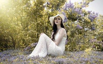 цветы, девушка, взгляд, весна, лицо, макияж, шляпа, белое платье, сирень