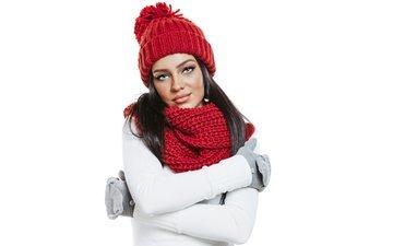 девушка, красная, взгляд, шапка, макияж, перчатки, шарф