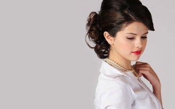 портрет, актриса, певица, макияж, жемчуг, селена гомес, селена гомез, жемчужное ожерелье
