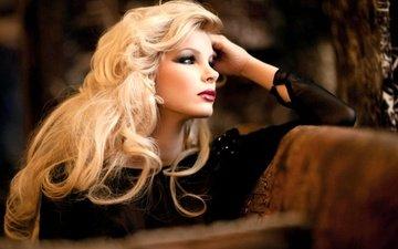 девушка, фон, блондинка, взгляд, фотограф, макияж, блонд, грим, gевочка, photographer hartmut nörenberg, длинные вьющиеся волосы, hartmut nörenberg