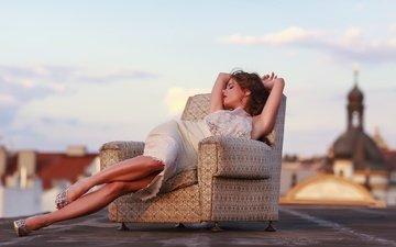 закат, девушка, фото, платье, сидит, ноги, кресло, нарядная, брюнет, caprice, без задних ног, литл каприс, в стиле, в платье, gевочка, модел, markéta stroblová, nпортрет