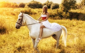 the sky, horse, nature, girl, look, profile, animal, white dress, vzglyad