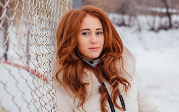 снег, зима, девушка, взгляд, рыжая, решетка, куртка, взгляз