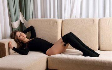 девушка, поза, ножки, милая, диван, гольфы, раиса
