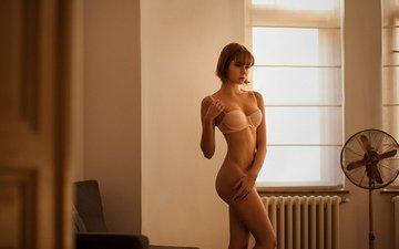 девушка, модель, позирует, белье, в белье, вентилятор