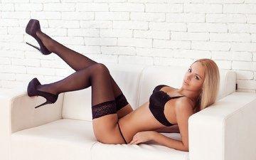 девушка, поза, блондинка, грудь, ножки, чулки, фигура, черное белье